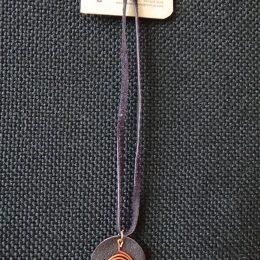 Alambre de cobre sobre cuero5